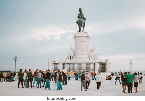 Study and work in Portugal: learn how to live legally in the country